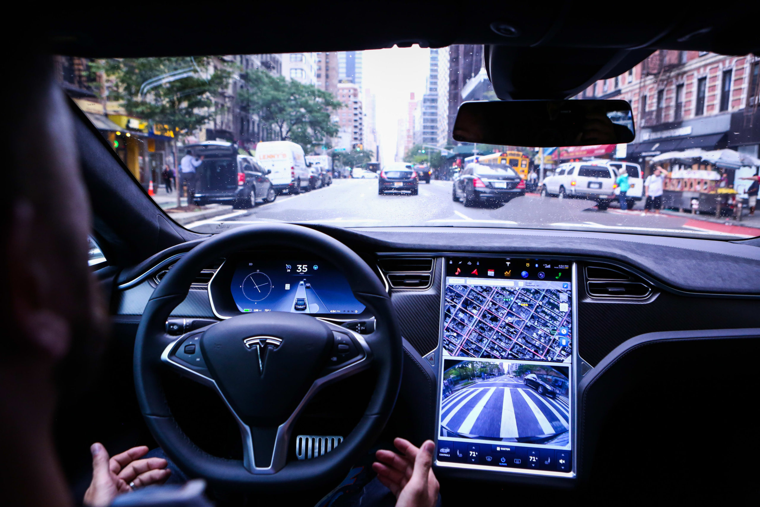 La conducción autónoma de Tesla ha llegado y es brutal